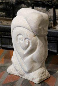 Rêveuse. Calcaire coquillier, Zandobio, Italie